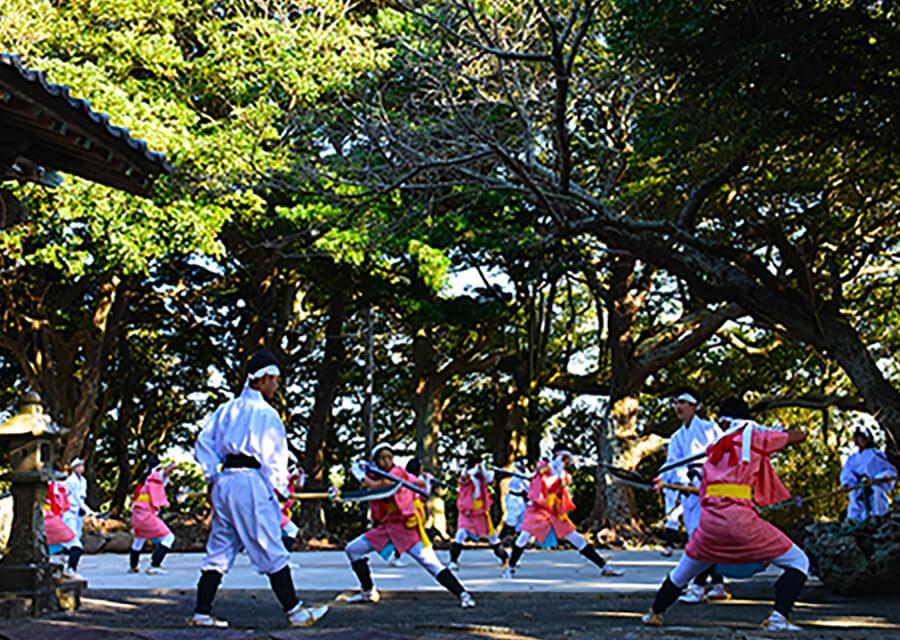 八幡神社なぎなた踊り